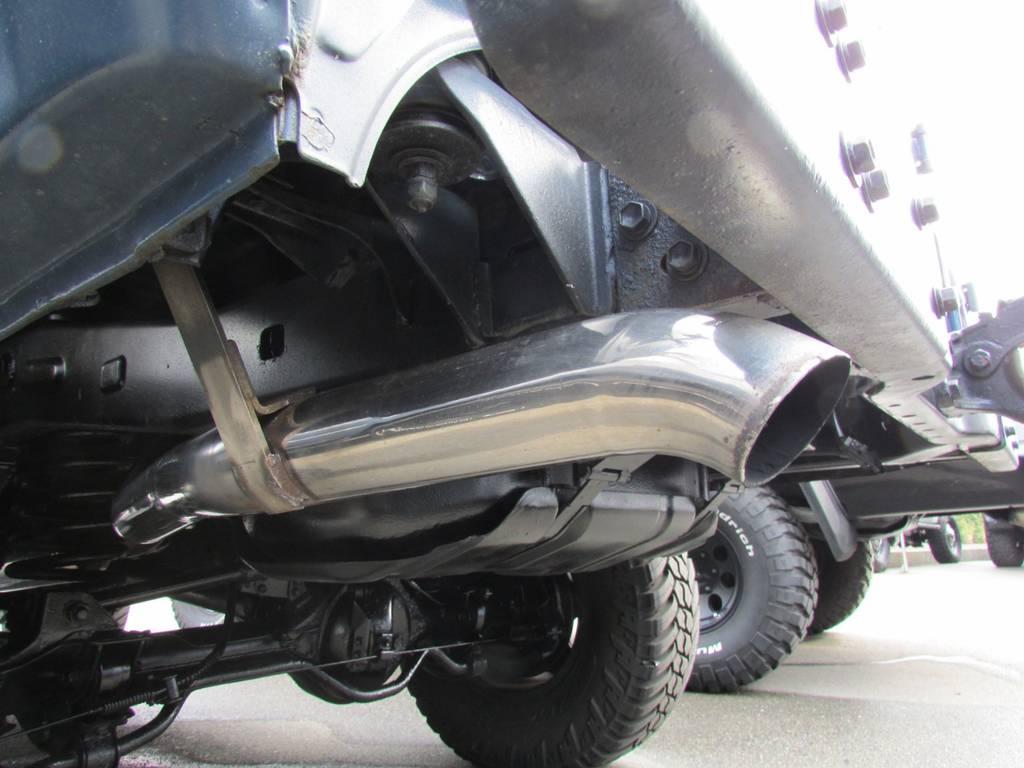 ダウンテールマフラーもインストール済み! | トヨタ ランドクルーザープラド 3.0 SXワイド ディーゼルターボ 4WD リフトアップ