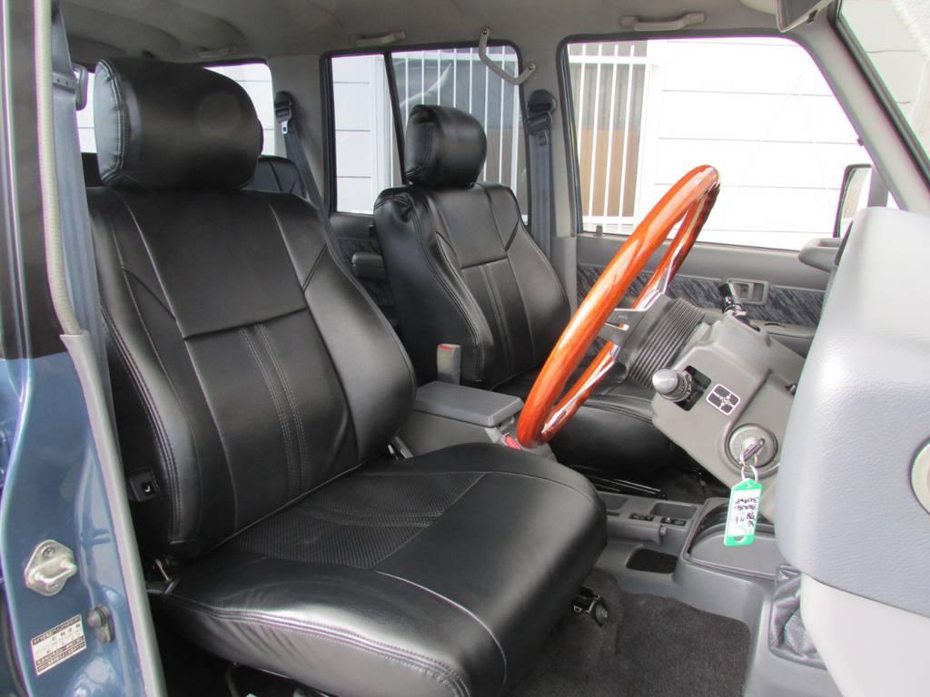 シートカバーもインストール済み! | トヨタ ランドクルーザープラド 3.0 SXワイド ディーゼルターボ 4WD リフトアップ
