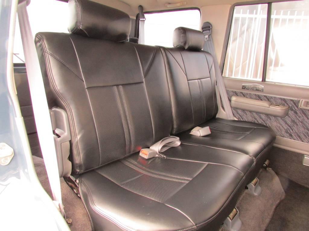 セカンドシートは前方に跳ね上げが可能ですのでラゲージスペースとしても広々ご利用いただけます! | トヨタ ランドクルーザープラド 3.0 SXワイド ディーゼルターボ 4WD リフトアップ