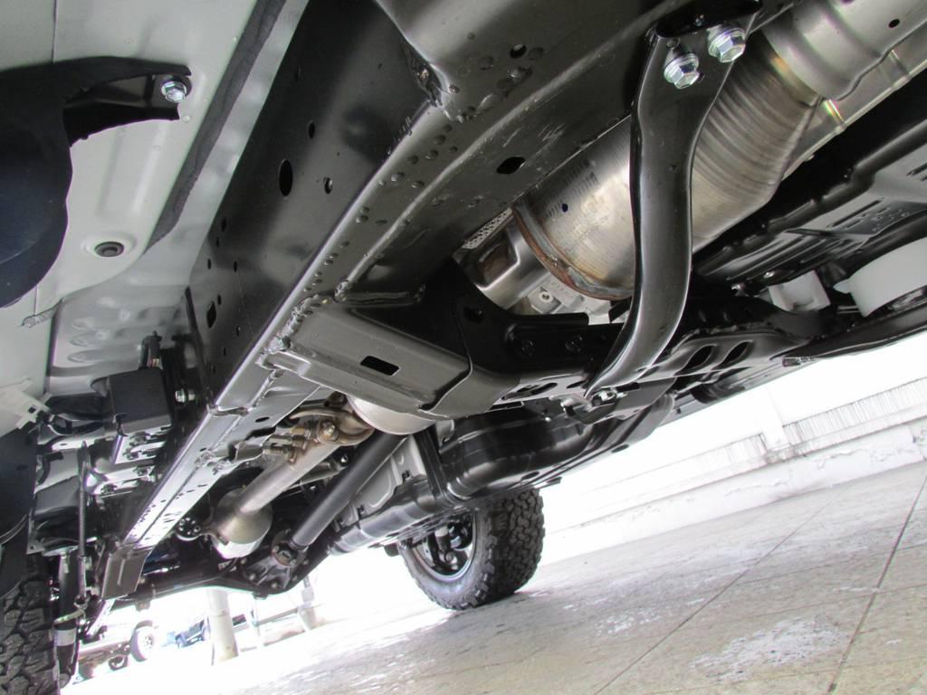 新車ですので下廻りもキレイです! | トヨタ ランドクルーザープラド 2.8 TX ディーゼルターボ 4WD 新車コンプリート