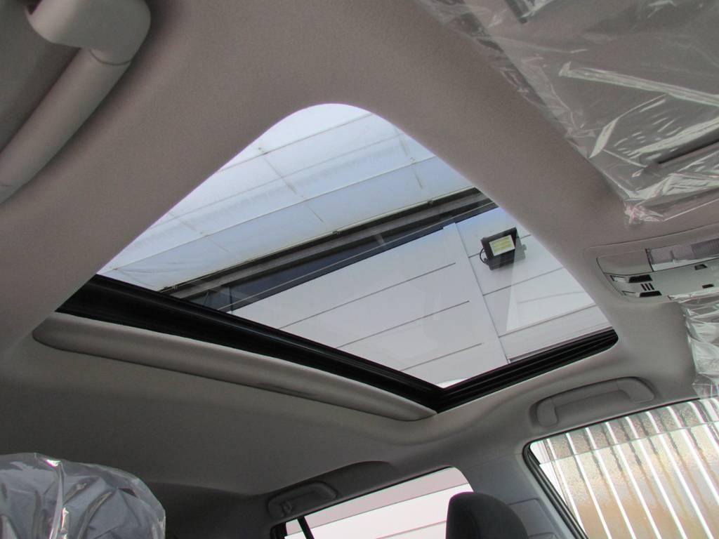 オプションのサンルーフも装備! | トヨタ ランドクルーザープラド 2.8 TX ディーゼルターボ 4WD 新車コンプリート