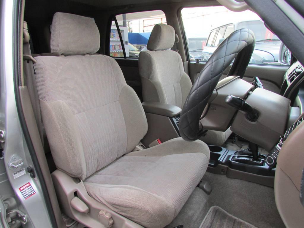 シートカバーの取り付けもお任せ下さい! | トヨタ ハイラックスサーフ 2.7 SSR-G 4WD サンルーフ