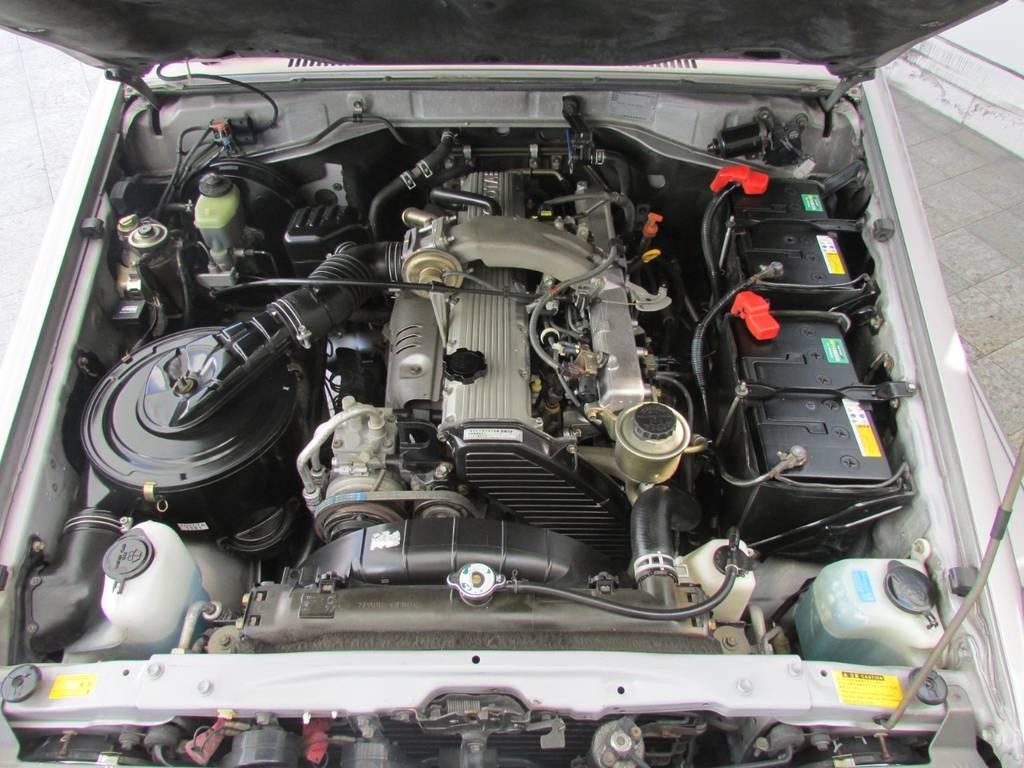 エンジンルームもキレイな状態! | トヨタ ランドクルーザー70 4.2 ZX ディーゼル 4WD リフトアップ