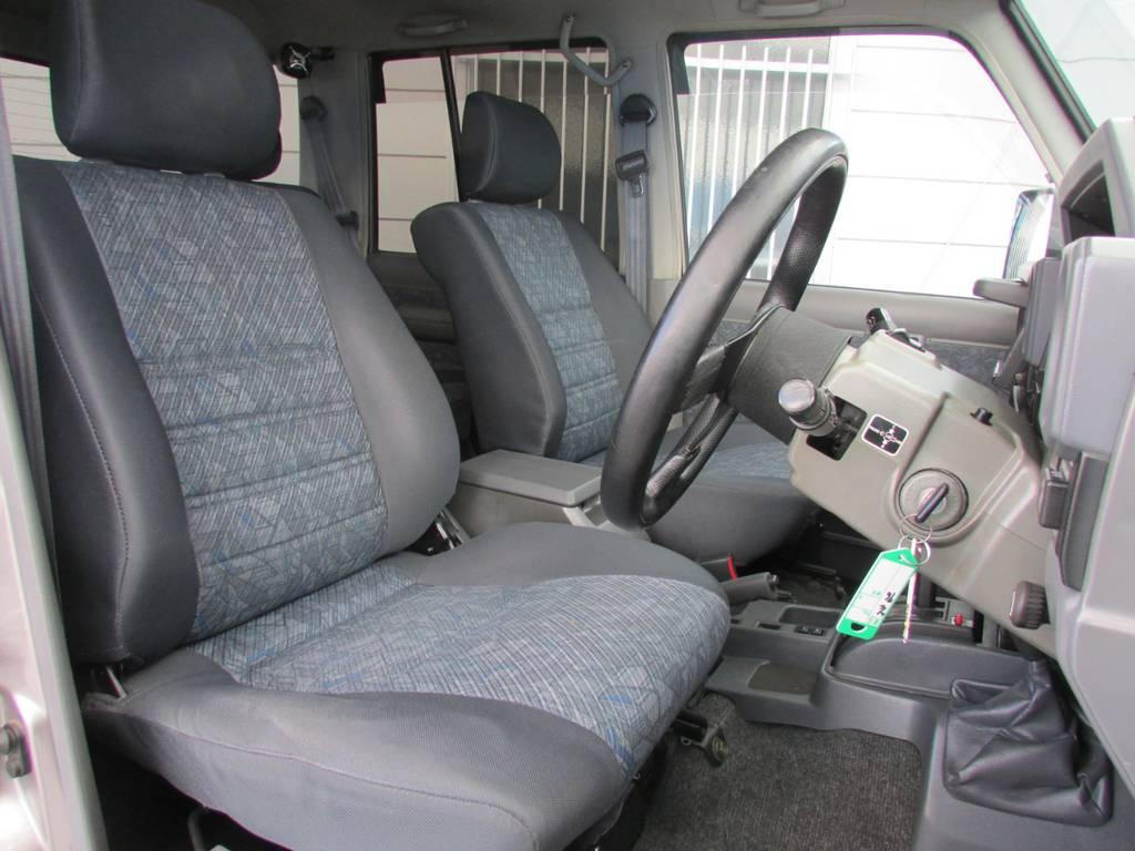 シートコンディションもGOOD! | トヨタ ランドクルーザー70 4.2 ZX ディーゼル 4WD リフトアップ