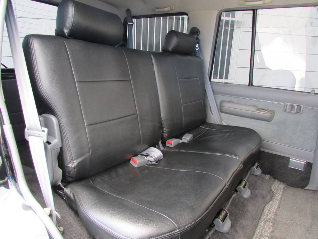 セカンドシートは前方に跳ね上げが可能ですのでラゲージスペースとしてもご利用頂けます! | トヨタ ランドクルーザープラド 3.0 EXワイド ディーゼルターボ 4WD フルカスタム