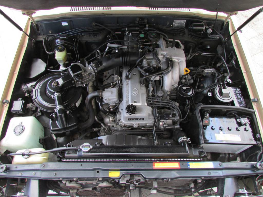 エンジンルームもキレイな状態です! | トヨタ ランドクルーザー80 4.5 VXリミテッド 4WD LC60フェイス換装