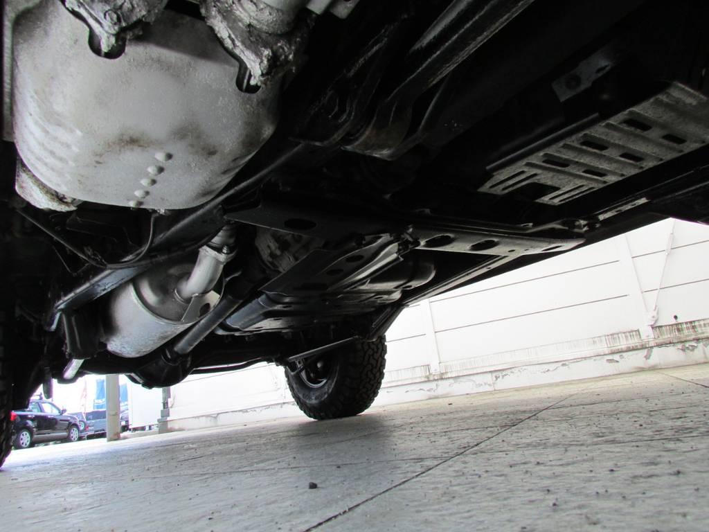 下廻りは高圧洗浄後パスター塗装仕上げ! | トヨタ ランドクルーザー80 4.5 VXリミテッド 4WD LC60フェイス換装