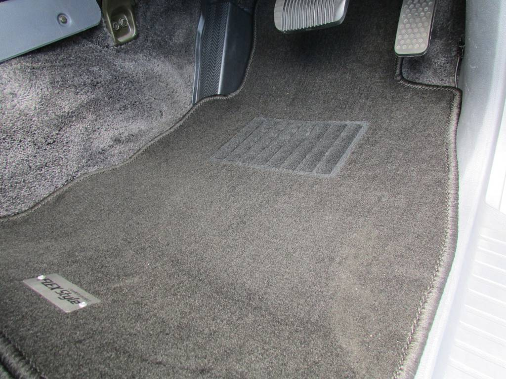 FLEXオリジナルフロアマットも新品インストール! | トヨタ ランドクルーザー80 4.5 VXリミテッド 4WD LC60フェイス換装