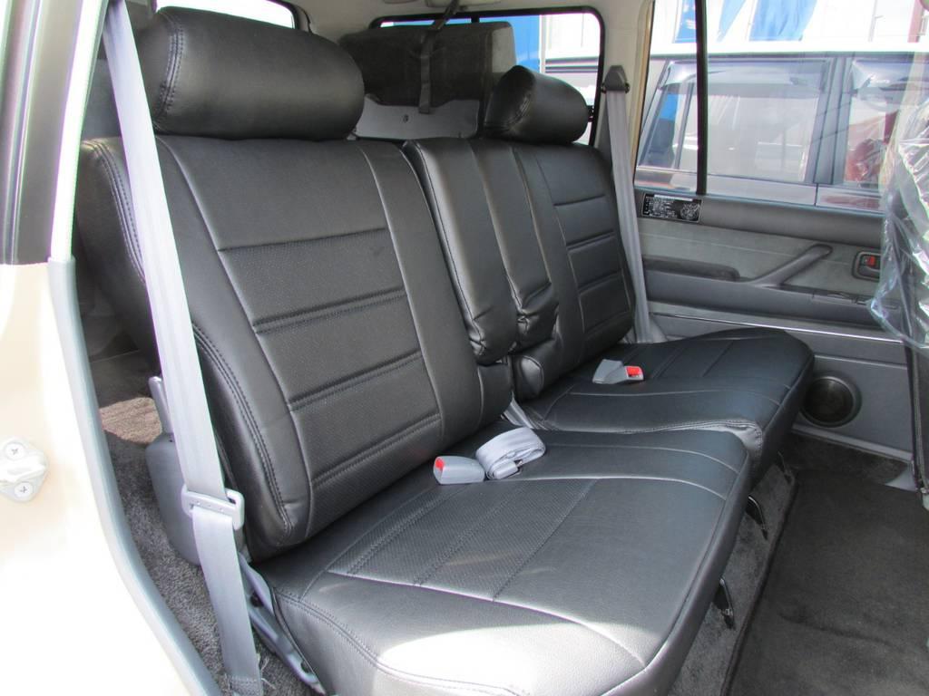セカンドシートは前方に跳ね上げが可能ですのでラゲージスペースとしてもご利用頂けます! | トヨタ ランドクルーザー80 4.5 VXリミテッド 4WD LC60フェイス換装