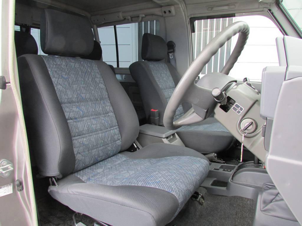 運転席シートもGOODコンディション! | トヨタ ランドクルーザー70 4.2 ZX ディーゼル 4WD FRPトップ