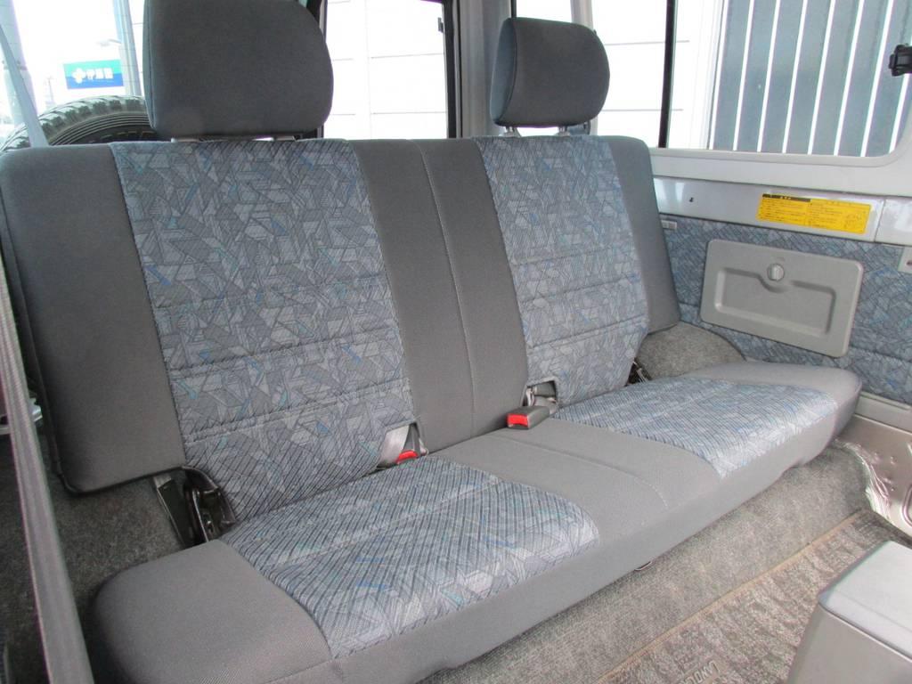セカンドシートもキレイな状態です! | トヨタ ランドクルーザー70 4.2 ZX ディーゼル 4WD FRPトップ