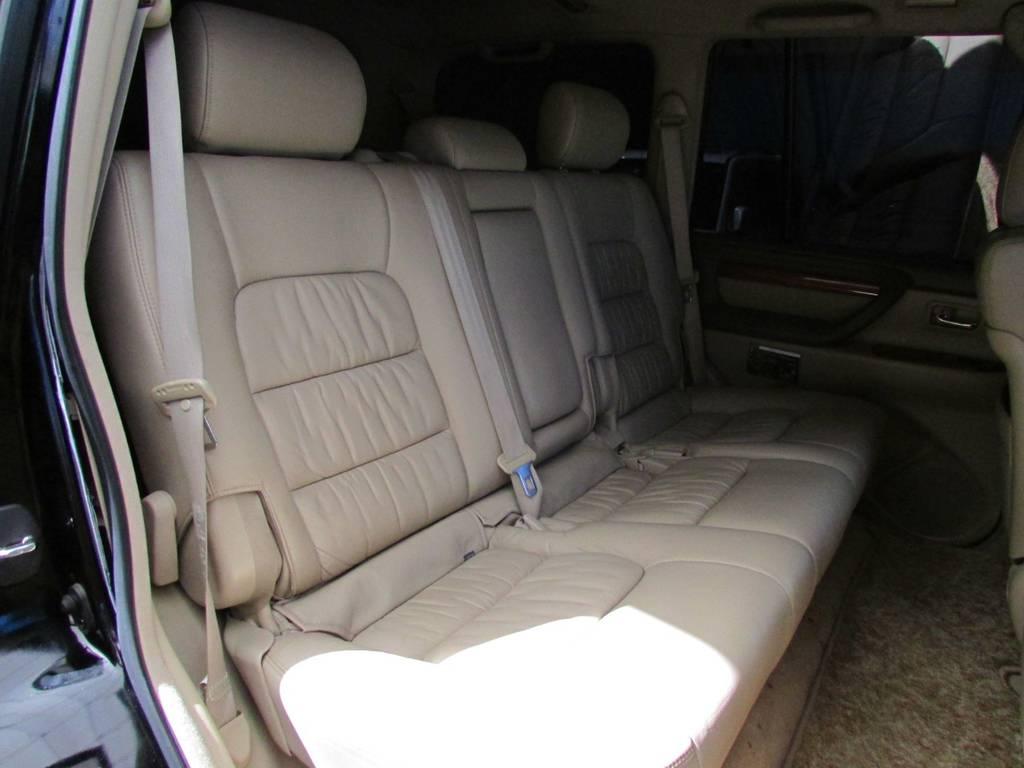 セカンドシートは前方に跳ね上げが可能ですのでラゲージスペースとしてもご利用頂けます!
