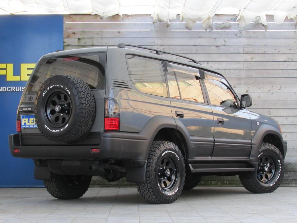 背面タイヤも足元と統一!