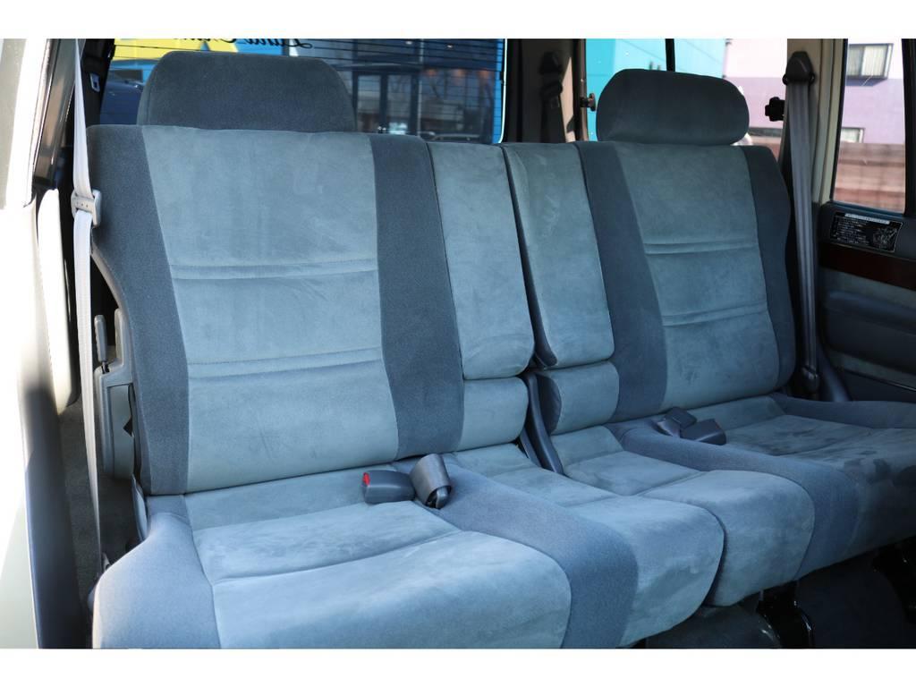 使用感の少なきキレイなセカンドシート!十分なスペースも特徴! | トヨタ ランドクルーザー80 4.5 VXリミテッド 4WD