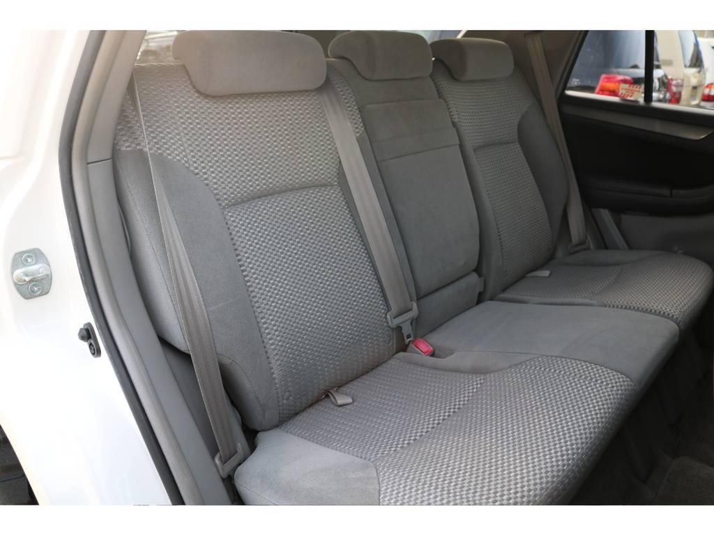 セカンドシートにも劣悪なダメージ等無く、キレイな状態を維持! | トヨタ ハイラックスサーフ 2.7 SSR-X リミテッド 4WD
