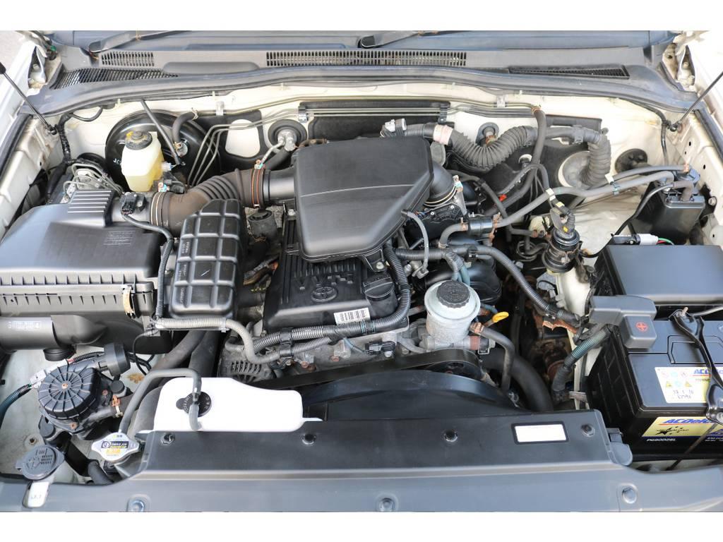 2TR・2700ccエンジンモデル!タイミングチェーン式ですので、10万キロ毎の交換も不要!経済性に優れて人気です! | トヨタ ハイラックスサーフ 2.7 SSR-X リミテッド 4WD
