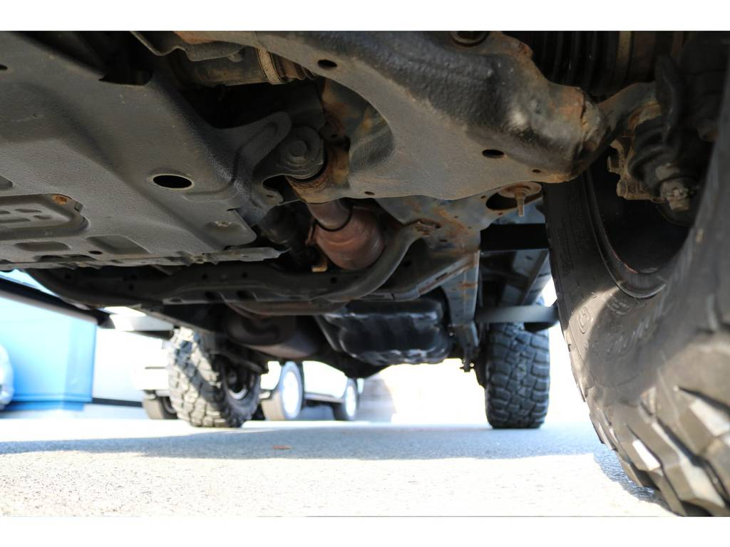 堅牢なラダーフレーム!下回りに劣悪なダメージは見受けられません! | トヨタ FJクルーザー 4.0 カラーパッケージ 4WD