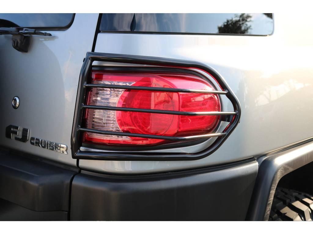新品のテールランプガードを当店にて施工致しました! | トヨタ FJクルーザー 4.0 カラーパッケージ 4WD