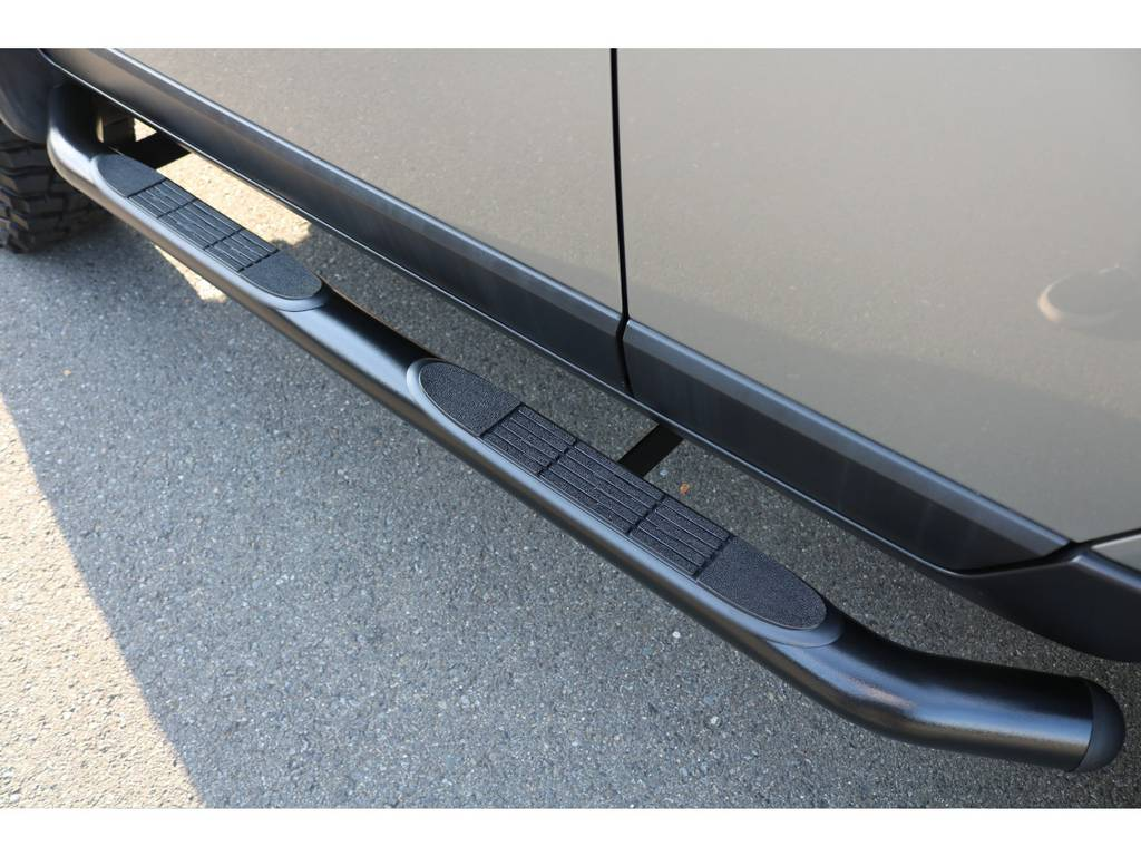 新品でサイドチューブステップも当店にて施工致しました!スッキリした印象になります! | トヨタ FJクルーザー 4.0 カラーパッケージ 4WD