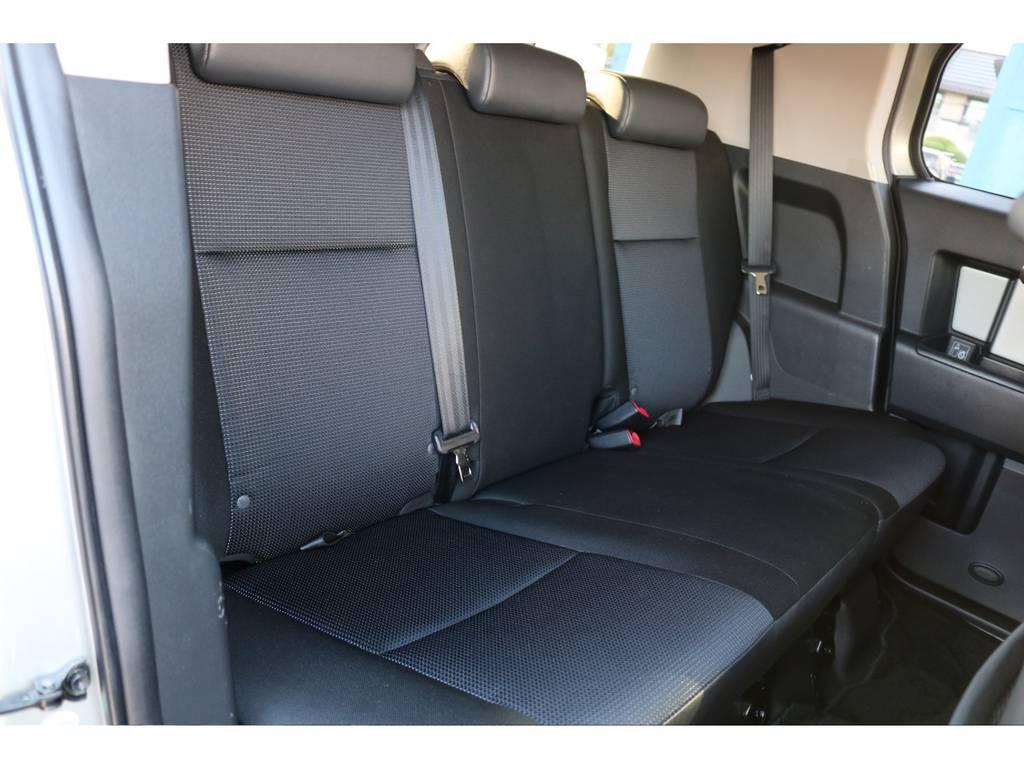 後部座席も使用感もなく綺麗な状態ですよ! | トヨタ FJクルーザー 4.0 カラーパッケージ 4WD