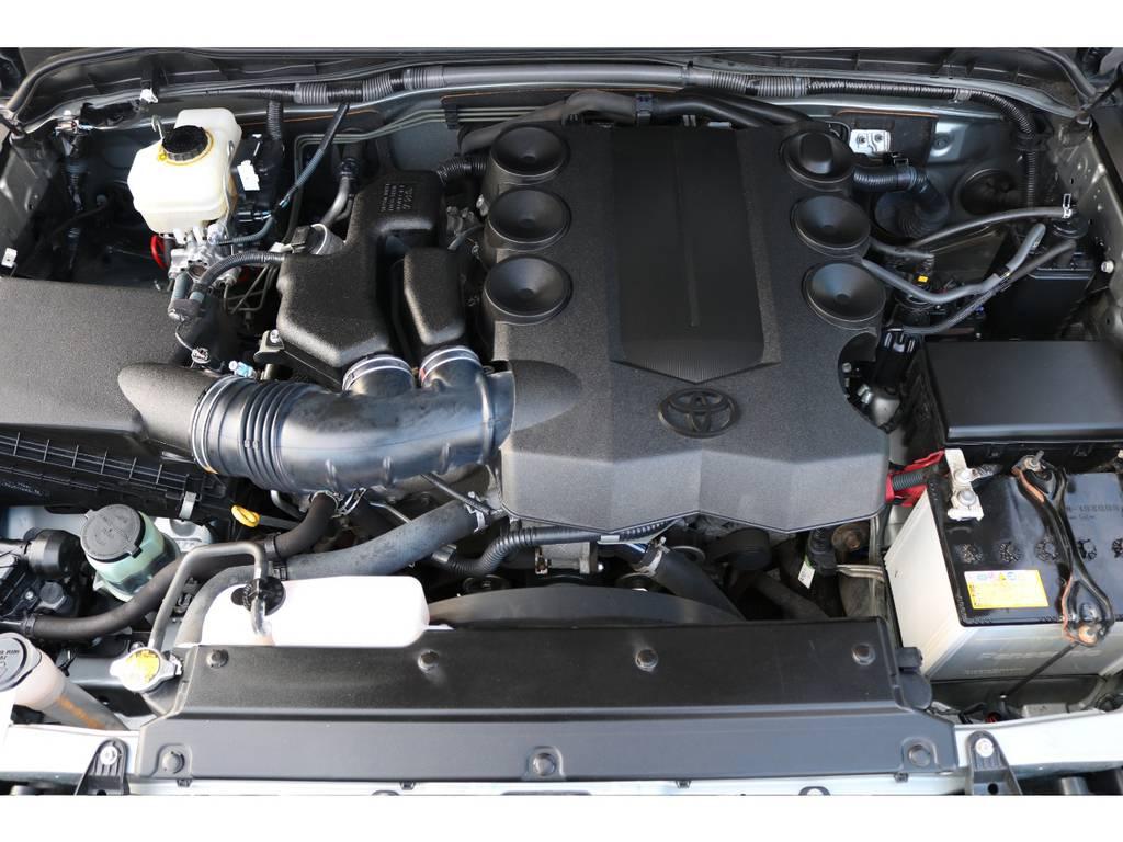 キレイなエンジンルーム!トルクフルな走りが特徴なV6・1GR-FE、4000ccエンジン! | トヨタ FJクルーザー 4.0 カラーパッケージ 4WD