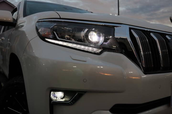 LEDヘッドランプ&フォグ!トヨタセーフティーセンスP標準装備! | トヨタ ランドクルーザープラド 2.8 TX ディーゼルターボ 4WD 7人
