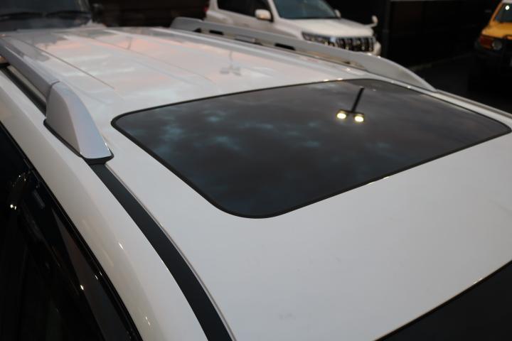 オプションのルーフレールとサンルーフも装備! | トヨタ ランドクルーザープラド 2.8 TX ディーゼルターボ 4WD 7人