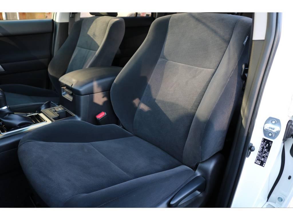 ブラックカラーインテリア!落ち着いた印象ですね! | トヨタ ランドクルーザープラド 2.8 TX ディーゼルターボ 4WD 7人