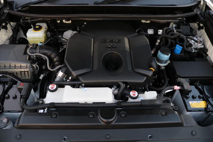 クリーンディーゼルモデル!トルクフルな走りと、燃費の良さが特徴ですね! | トヨタ ランドクルーザープラド 2.8 TX ディーゼルターボ 4WD 7人