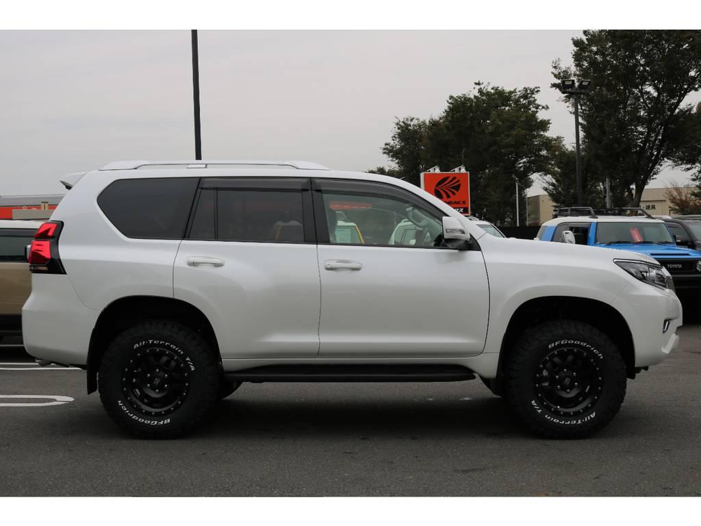 鮮やかなオプションパールホワイトカラー! | トヨタ ランドクルーザープラド 2.7 TX Lパッケージ 4WD 5人