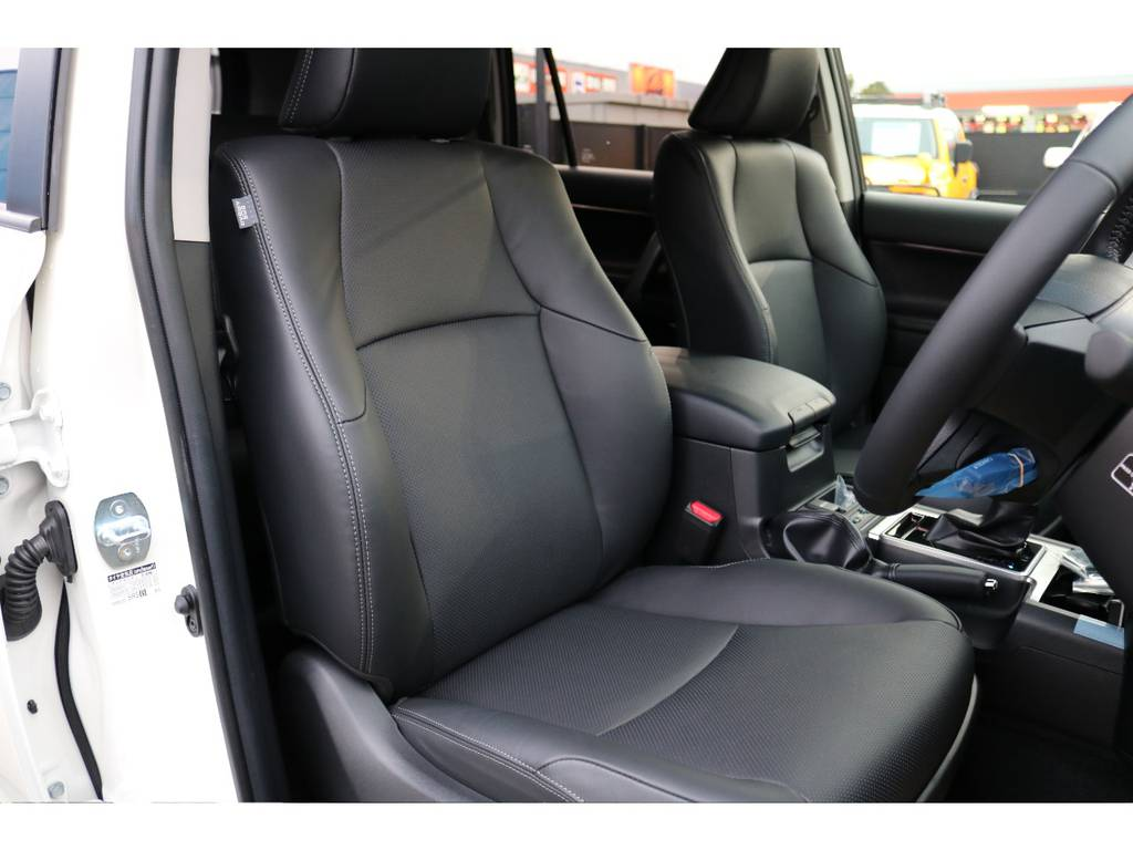 高級感のあるレザーシート!シートヒーター&ベンチレーション機能も搭載! | トヨタ ランドクルーザープラド 2.7 TX Lパッケージ 4WD 5人