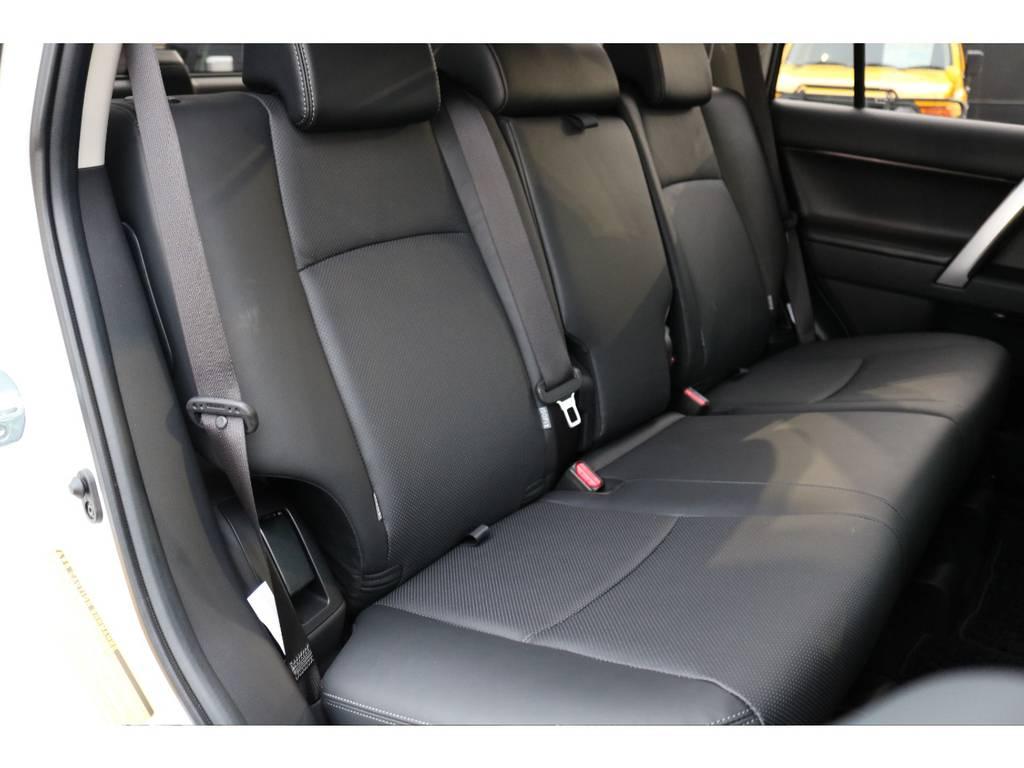 セカンドシートも広々としたスペースを確保! | トヨタ ランドクルーザープラド 2.7 TX Lパッケージ 4WD 5人