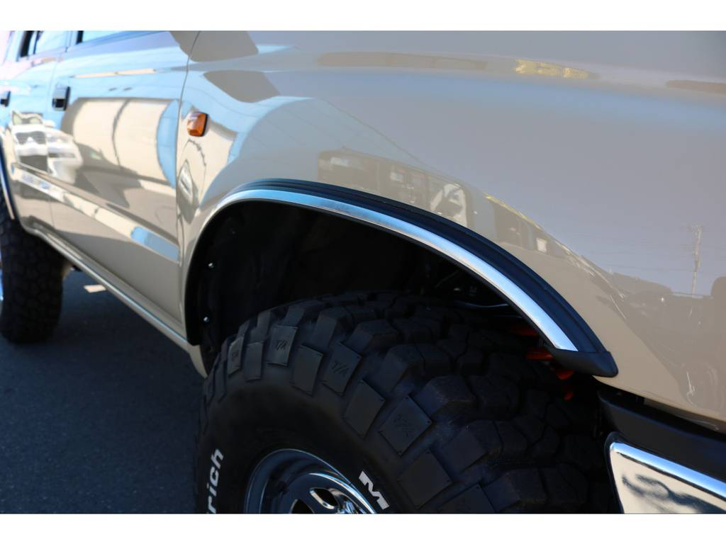 4ランナー用のメッキフェンダーモールを新品装着!アクセントになりますね!   トヨタ ハイラックスサーフ 2.7 SSR-G 4WD