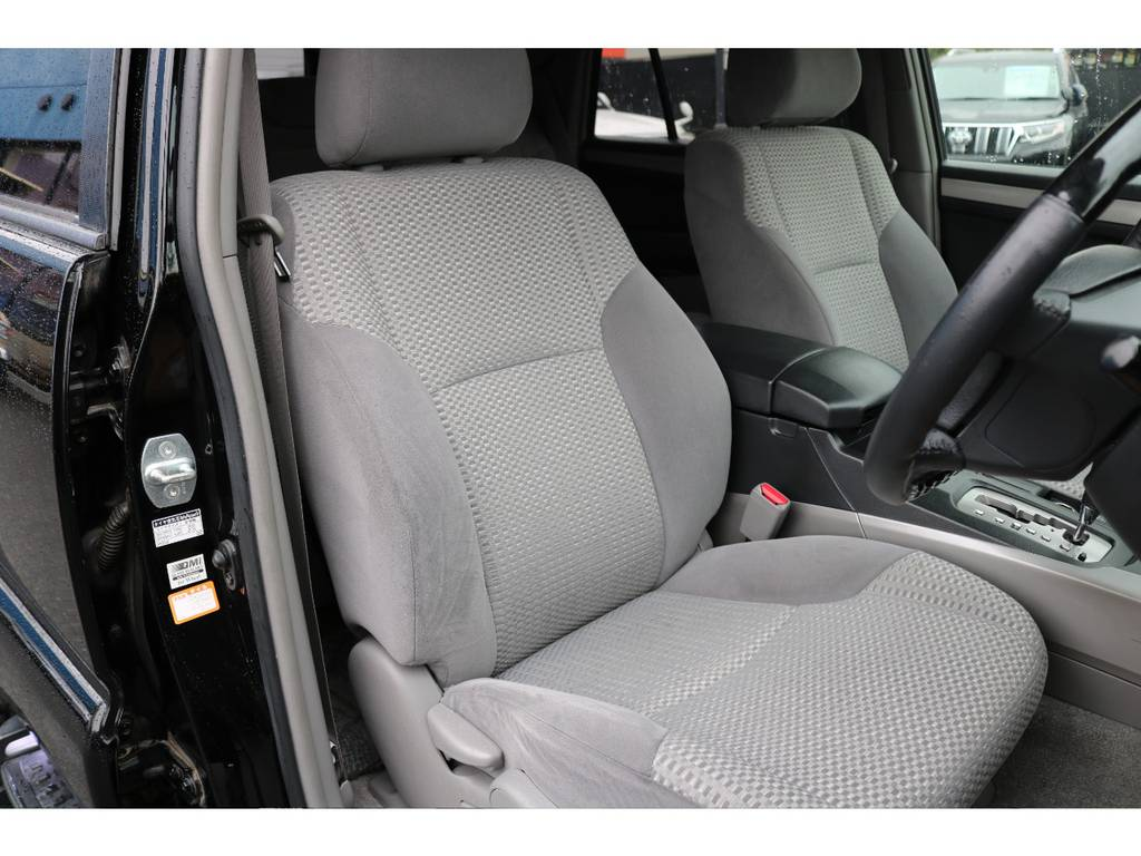 ご覧の通りキレイなシートコンディション!気持ち良くお乗り頂けます! | トヨタ ハイラックスサーフ 2.7 SSR-X 4WD