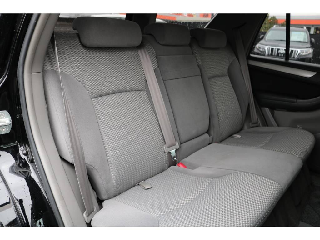 セカンドシートにも劣悪なダメージ等無く、キレイな状態を維持! | トヨタ ハイラックスサーフ 2.7 SSR-X 4WD