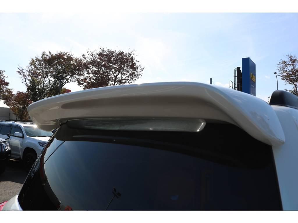 オプションのリアスポイラー装備!スタイリッシュなバックビューを演出! | トヨタ ランドクルーザー200 4.7 AX Gセレクション 4WD