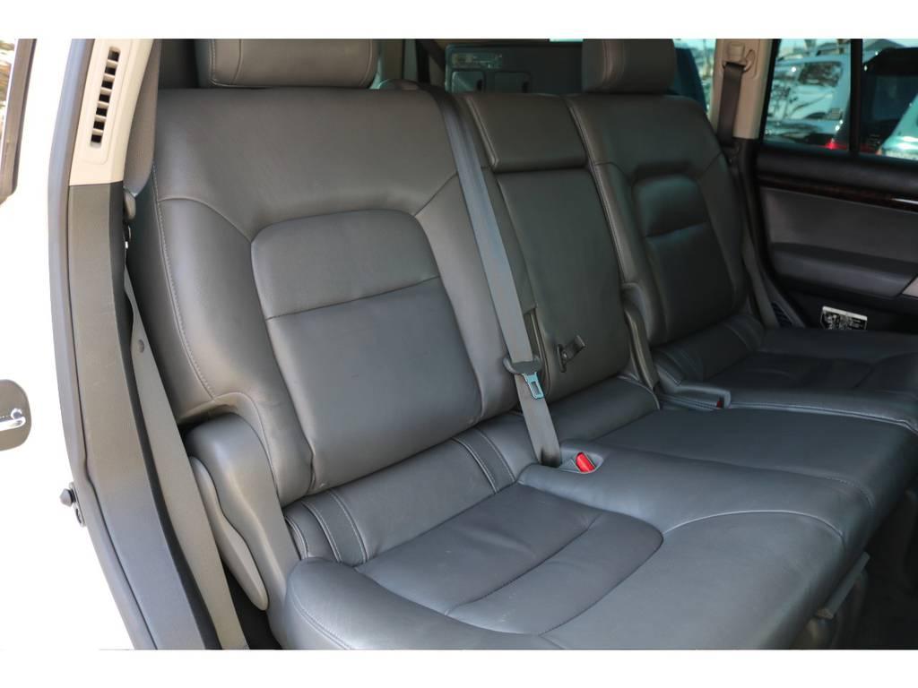 広々としたスペースのセカンドシート!ダブルエアコン&シートヒーターも完備! | トヨタ ランドクルーザー200 4.7 AX Gセレクション 4WD