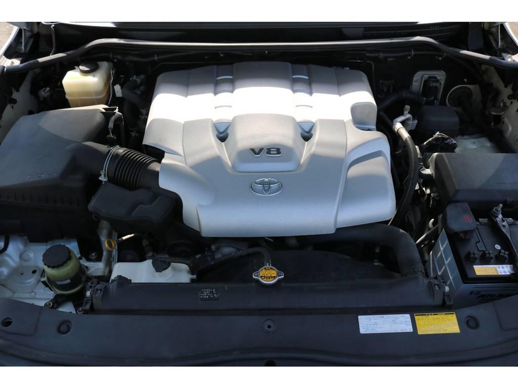 キレイなエンジンルーム!V8・4700ccの2UZエンジンは、パワーと静寂性・耐久性を兼ね揃えております! | トヨタ ランドクルーザー200 4.7 AX Gセレクション 4WD
