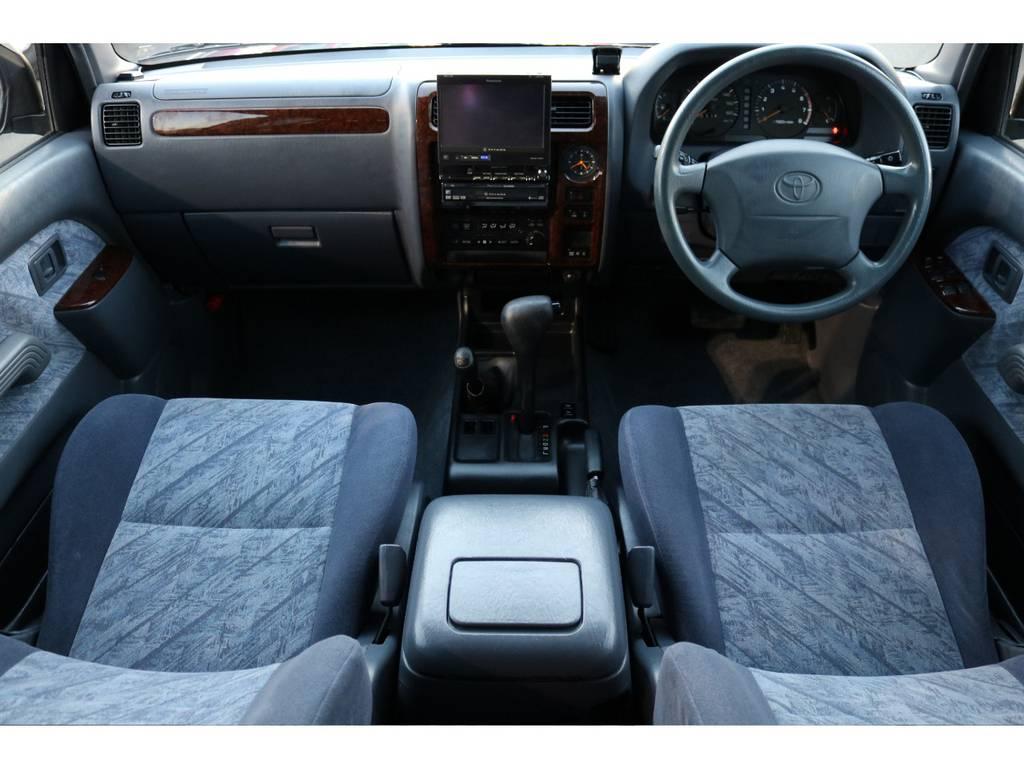 グレー内装の車内はご覧の通り綺麗な状態です! | トヨタ ランドクルーザープラド 2.7 TX リミテッド 4WD