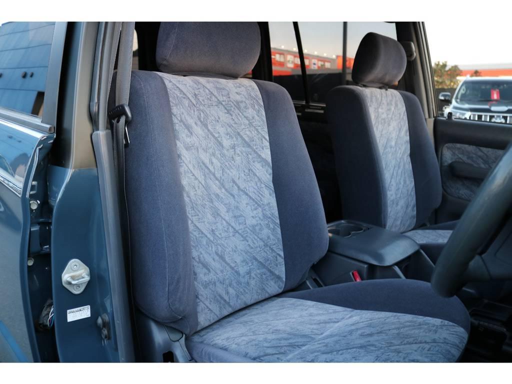 グレー内装の運転席シートもタバコの焦げ跡等なく綺麗な状態です! | トヨタ ランドクルーザープラド 2.7 TX リミテッド 4WD