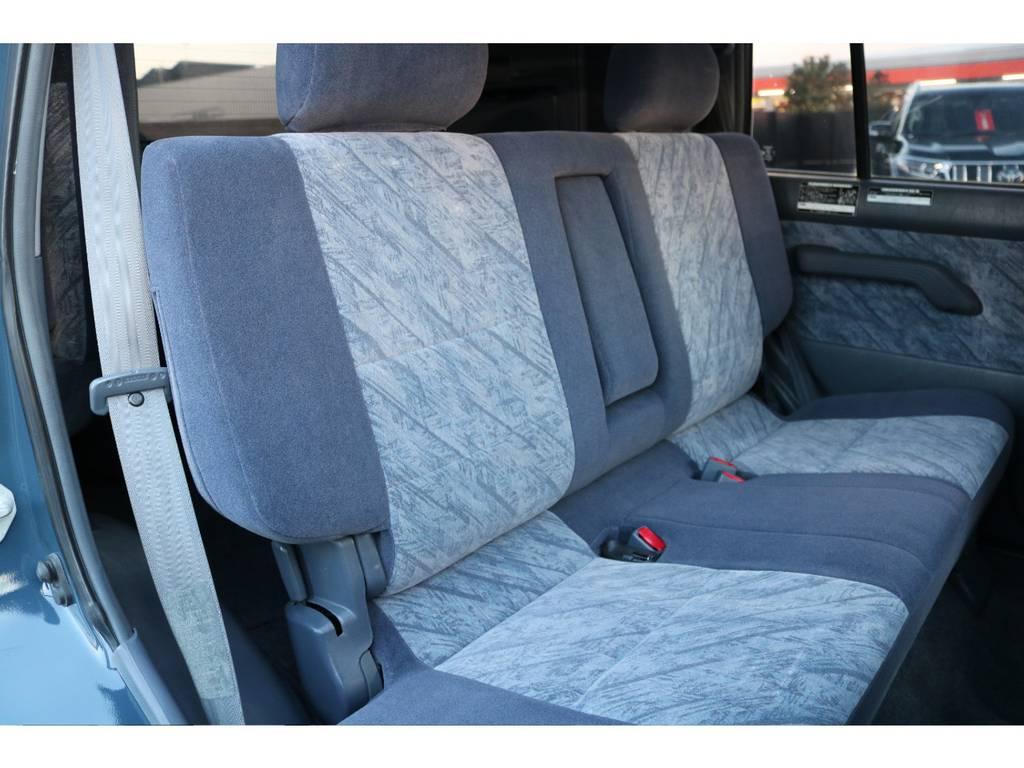 セカンドシートもご覧の通り綺麗な状態です! | トヨタ ランドクルーザープラド 2.7 TX リミテッド 4WD