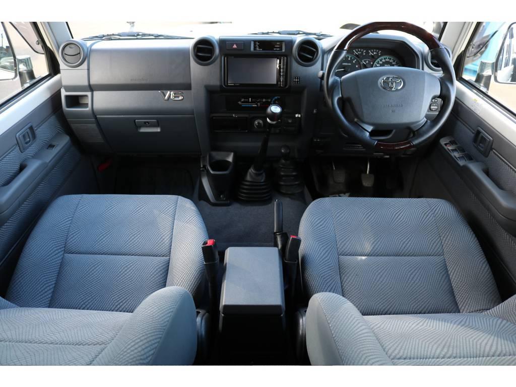 70再販モデルの内装です!シンプルながら使いやすい構造です! | トヨタ ランドクルーザー70 4.0 4WD