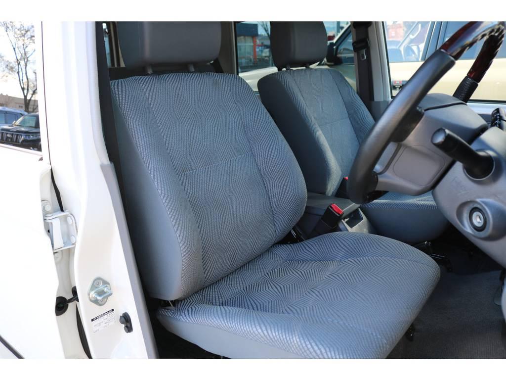 運転席シートもご覧の通り綺麗な状態です! | トヨタ ランドクルーザー70 4.0 4WD