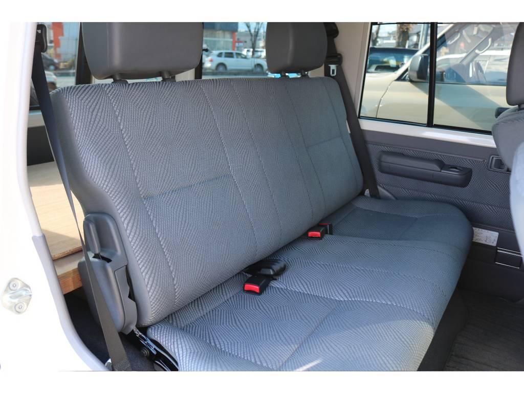使用感を感じさせないセカンドシート! | トヨタ ランドクルーザー70 4.0 4WD