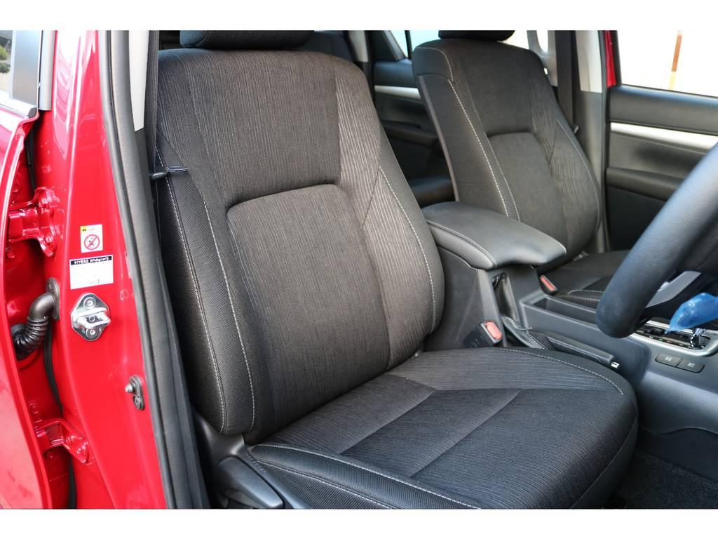専用生地のシートは座り心地もGOOD! | トヨタ ハイラックス 2.4 Z ディーゼルターボ 4WD Z