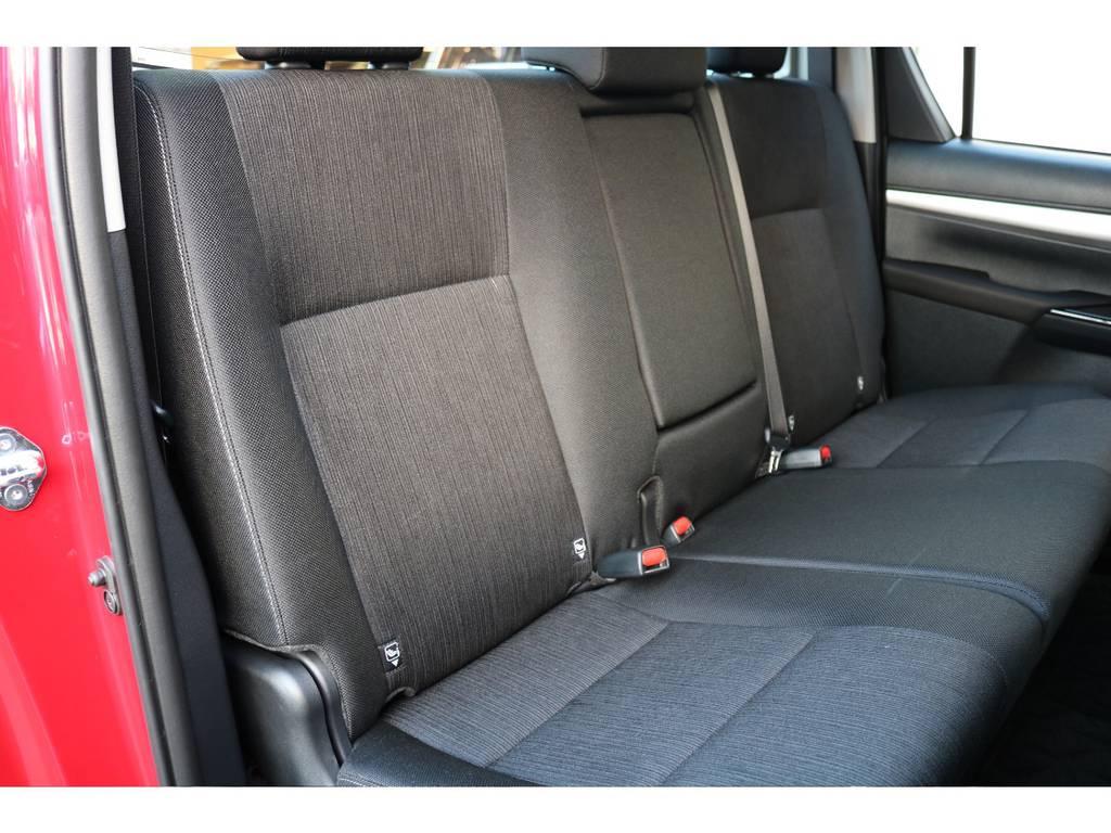 十分なスペースを確保されている、セカンドシート! | トヨタ ハイラックス 2.4 Z ディーゼルターボ 4WD Z