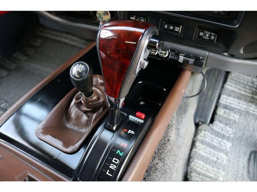 ステアリングに合わせてシフトノブもウッドコンビシフトノブに変更されております! | トヨタ ランドクルーザー80 4.5 VXリミテッド 4WD
