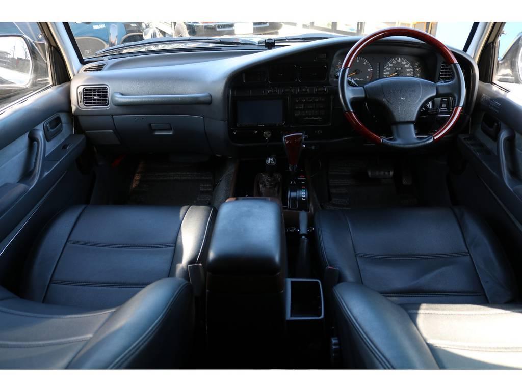 グレーカラー内装に、ウッドコンビステア&シフトノブが装備済み! | トヨタ ランドクルーザー80 4.5 VXリミテッド 4WD