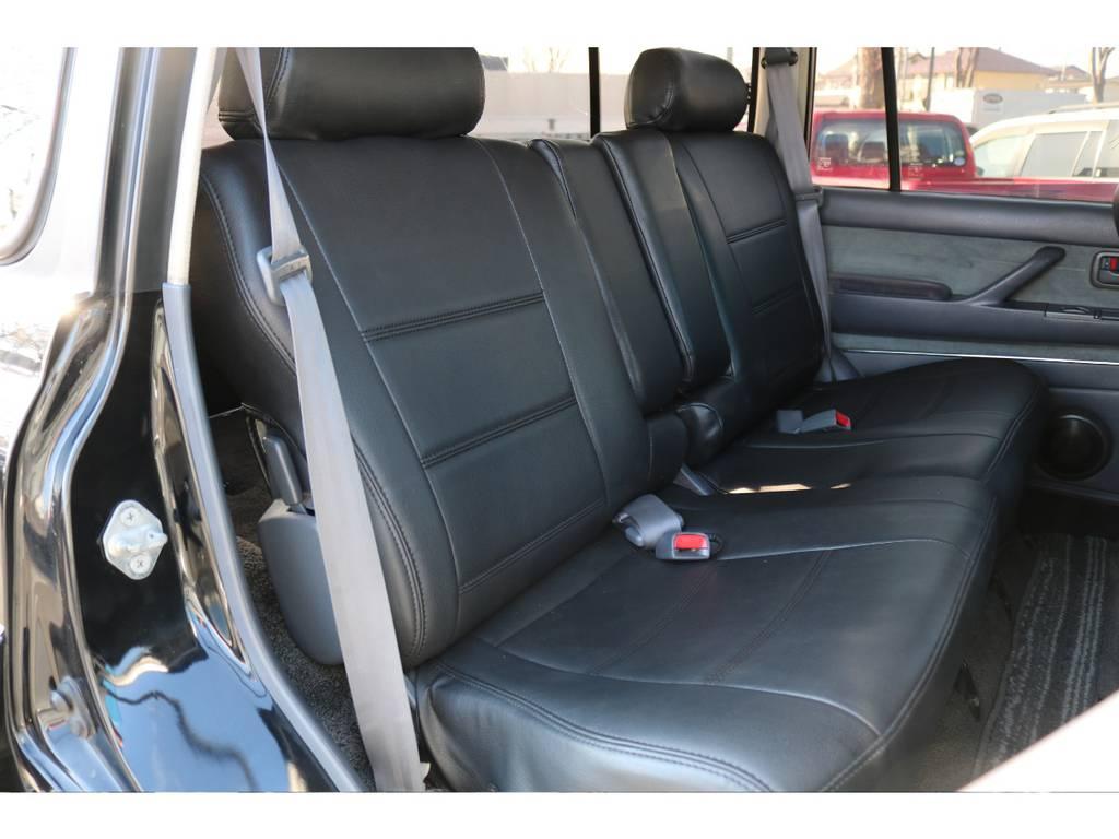 後部座席もご覧の通り綺麗な状態です! | トヨタ ランドクルーザー80 4.5 VXリミテッド 4WD