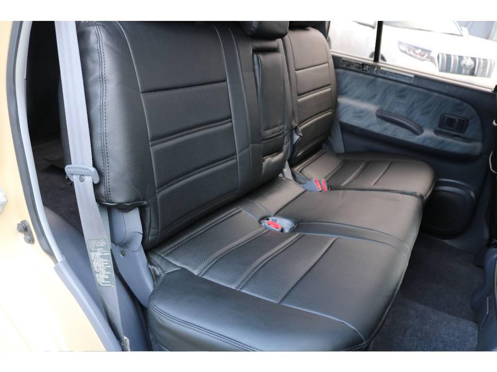 後部座席も新品シートカバーを装着しご覧の通り綺麗な状態です! | トヨタ ランドクルーザープラド 2.7 TX 4WD TX